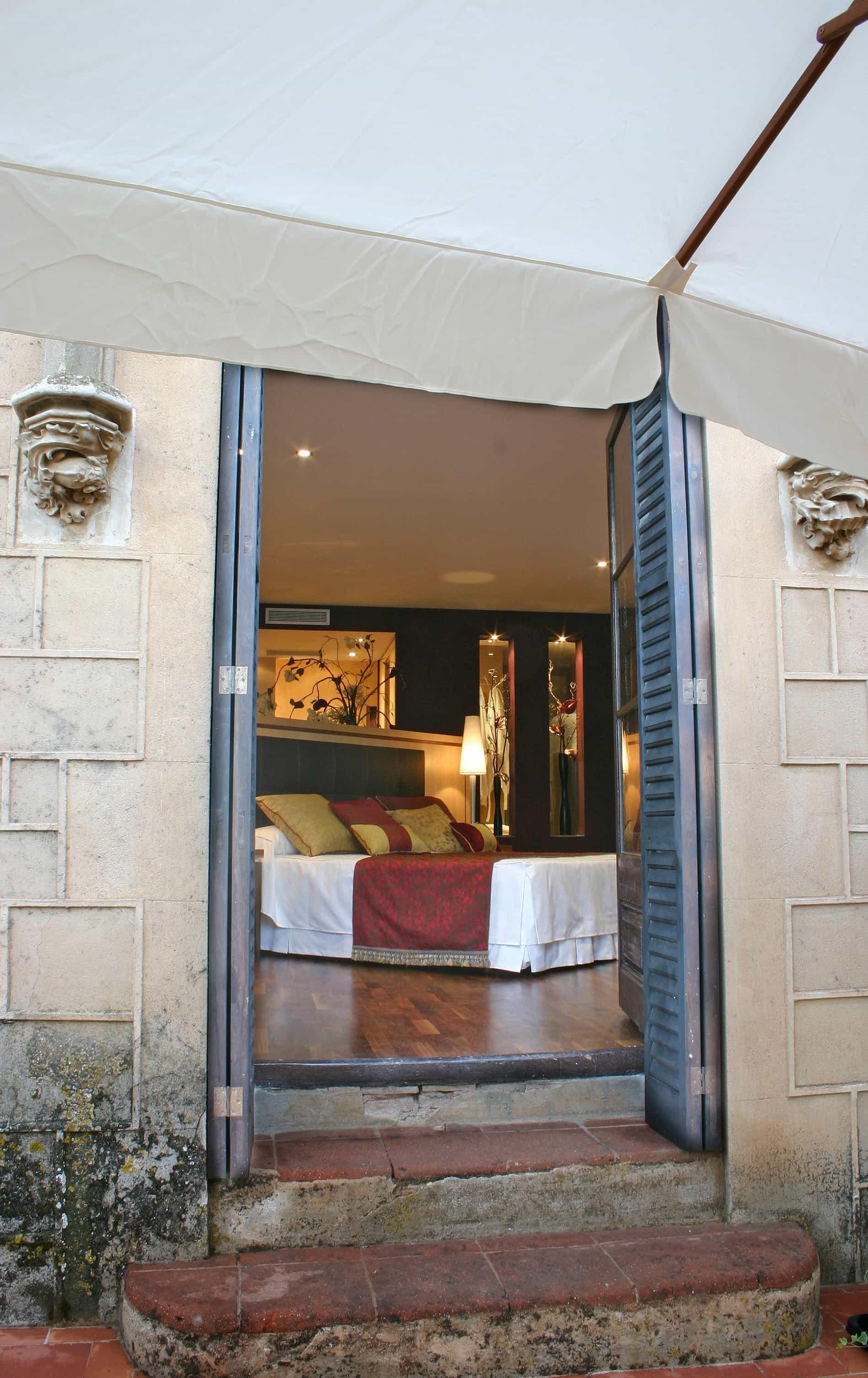 HOTEL ROOM BARCELONA by ROSA COLET INTERIOR DESIGN