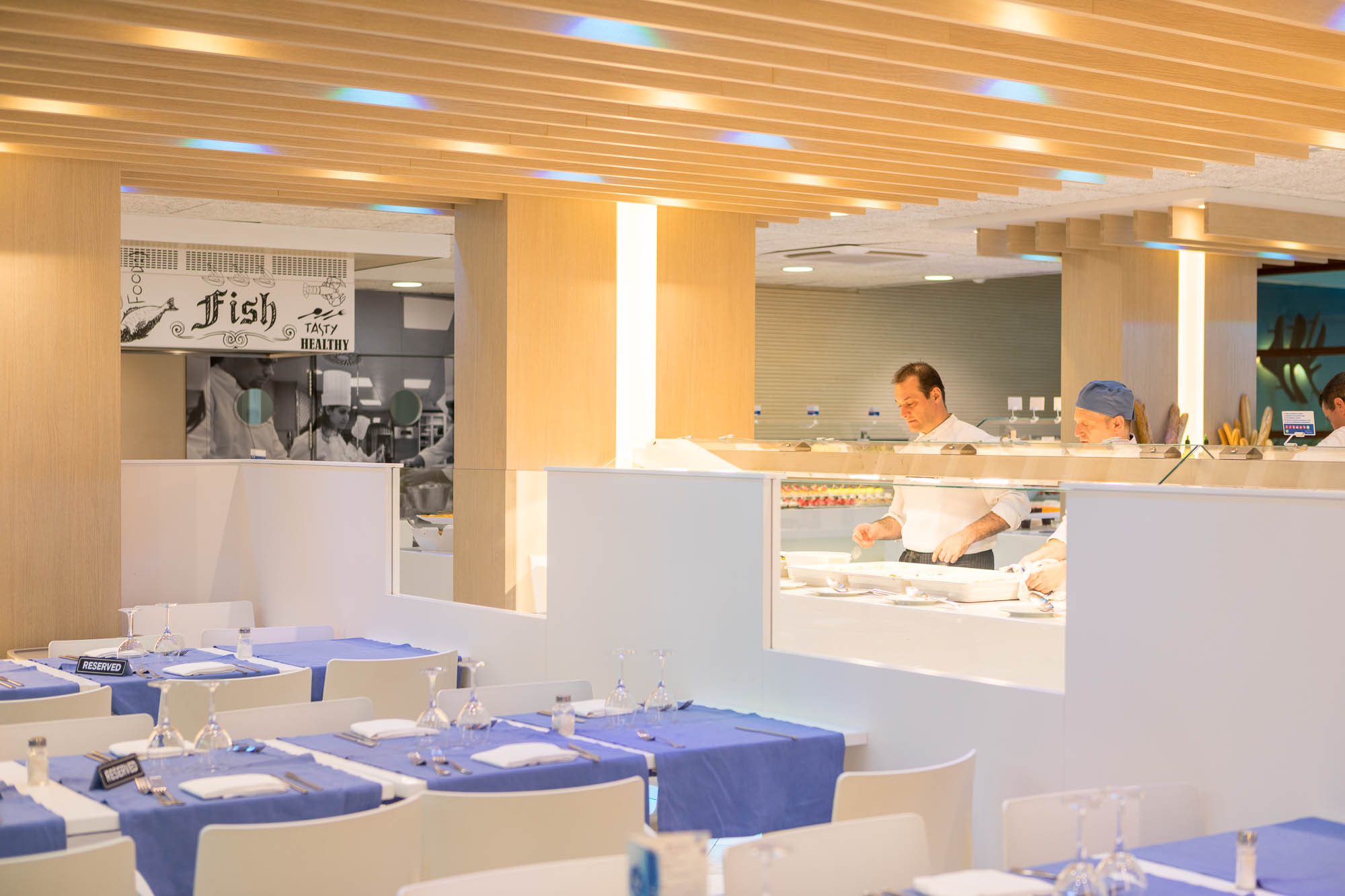 Buffet Comida KREON Hotel Odissea Park por Rosa Colet Interior Design