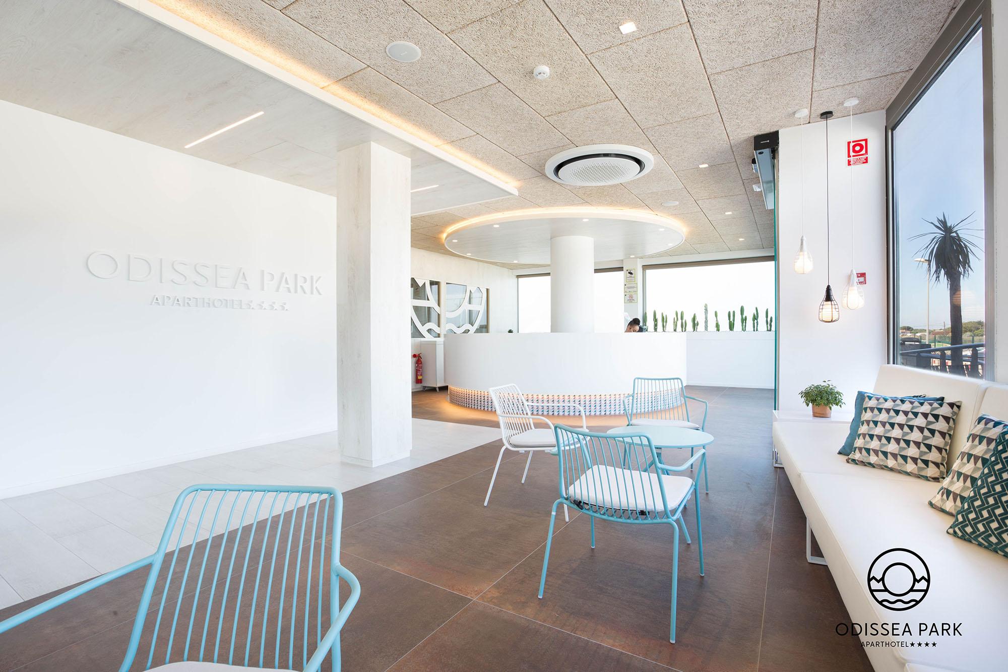 Mostrador Recepción Hotel Odissea Park por Rosa Colet Interior Design