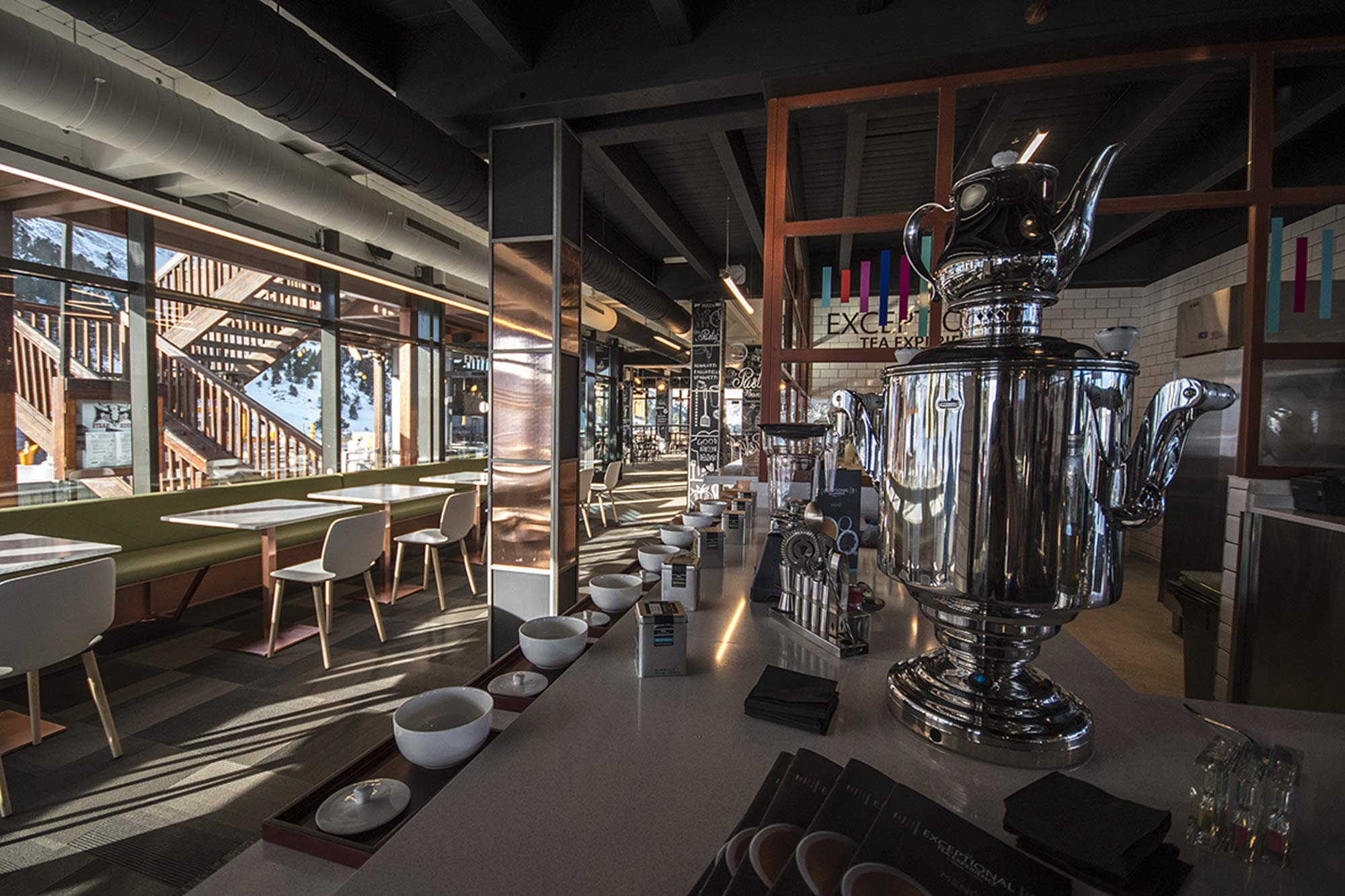 Mobiliario a medida Exceptional Tea Lounge Experience by Dilmah Grandvalira, Andorra - Rosa Colet