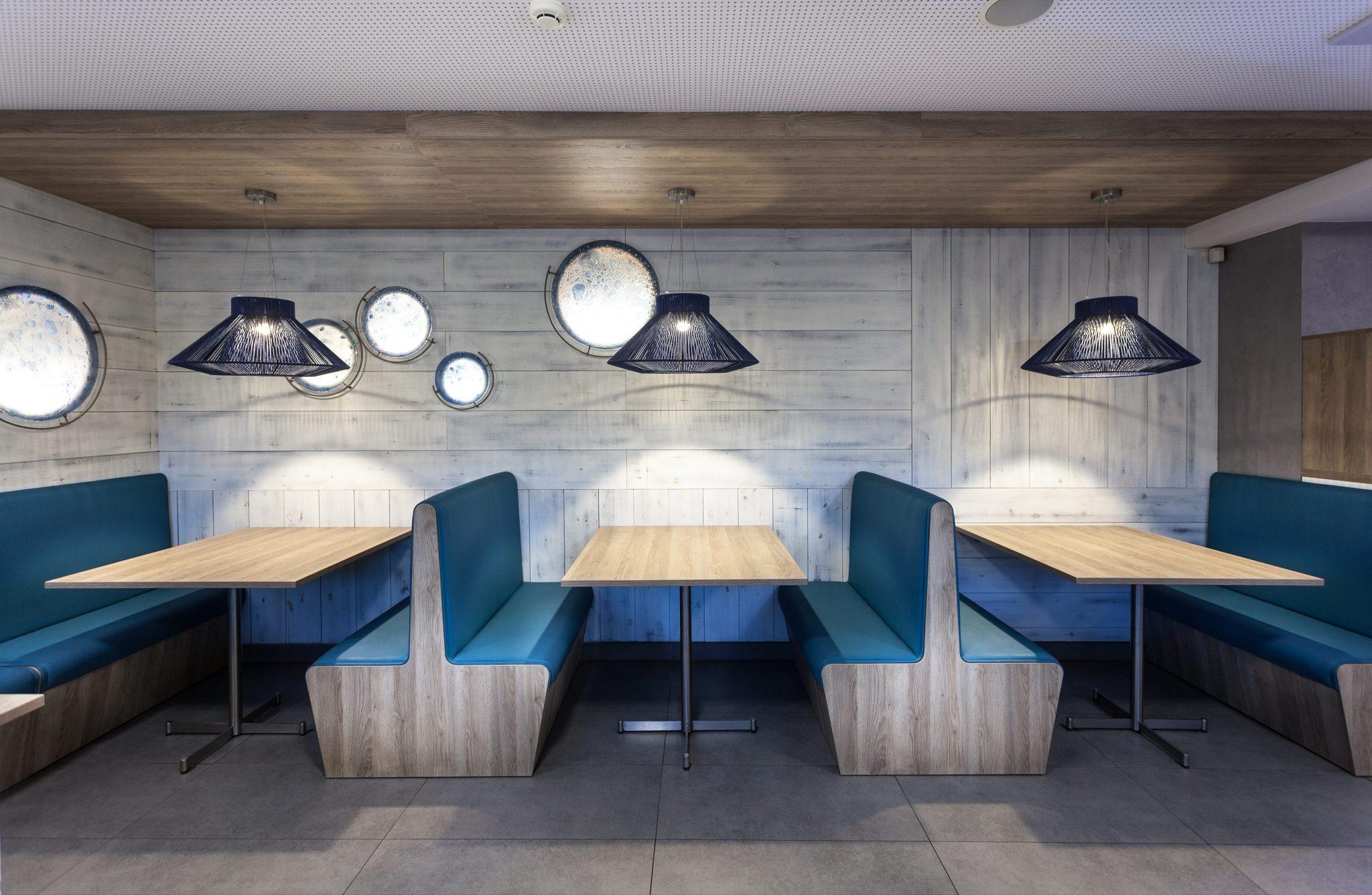 Restaurante Pizzeria Atlantida Vilassar de Mar - Interior diseñado por Rosa Colet.