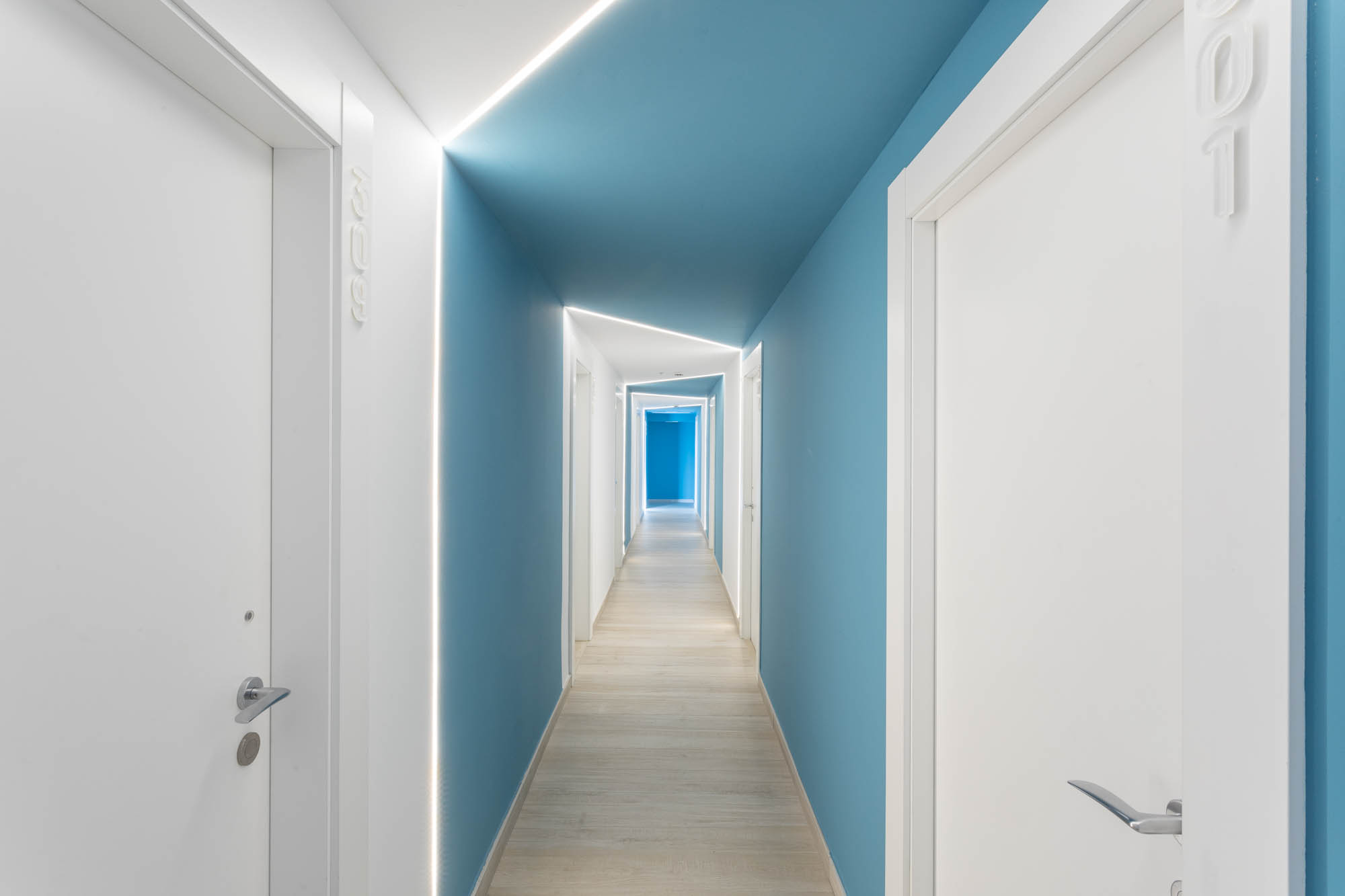 Pasillo HOTEL ROCATEL diseño por ROSA COLET INTERIOR DESIGN