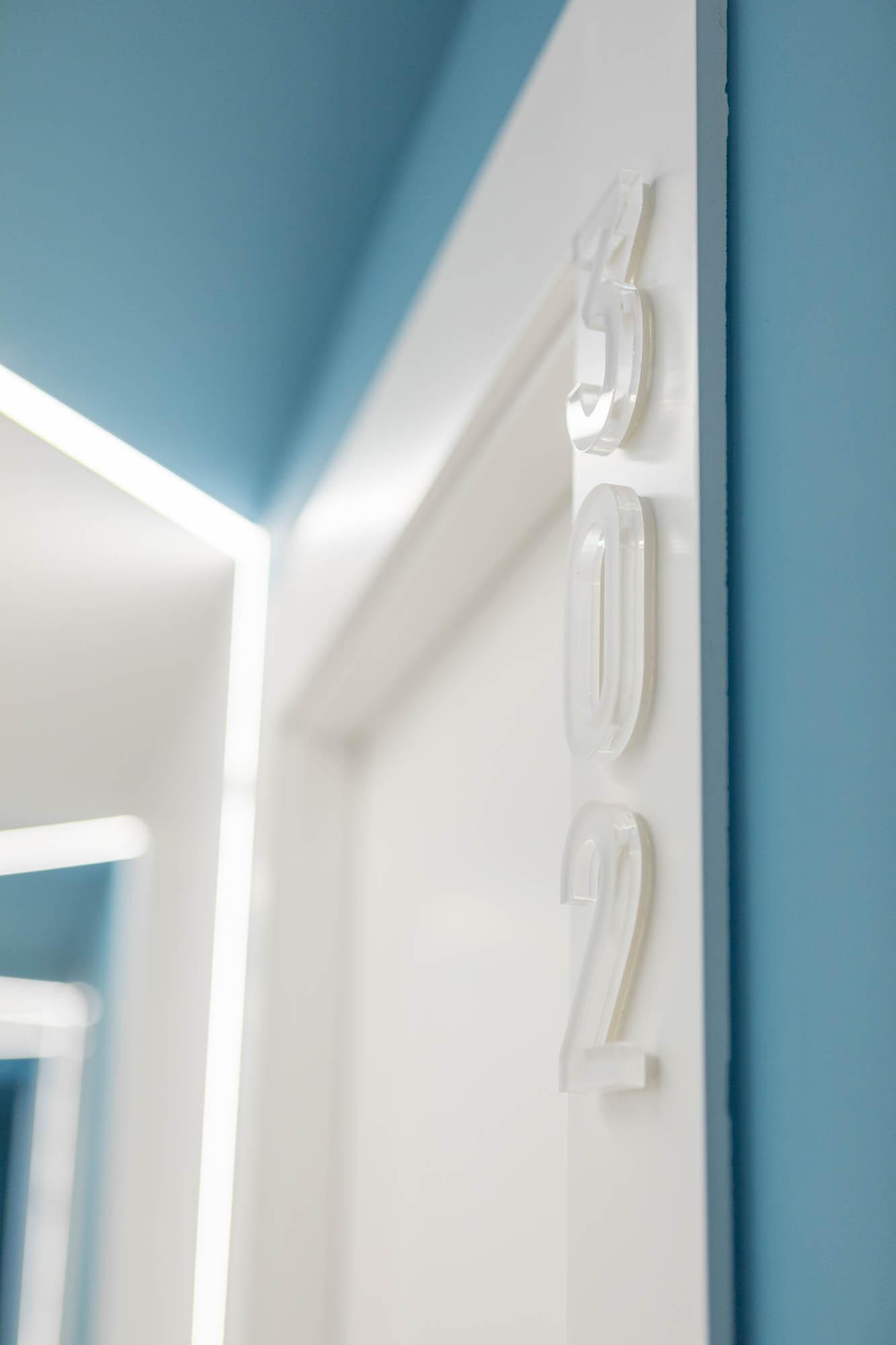 Puerta Habitación HOTEL ROCATEL diseño por ROSA COLET INTERIOR DESIGN