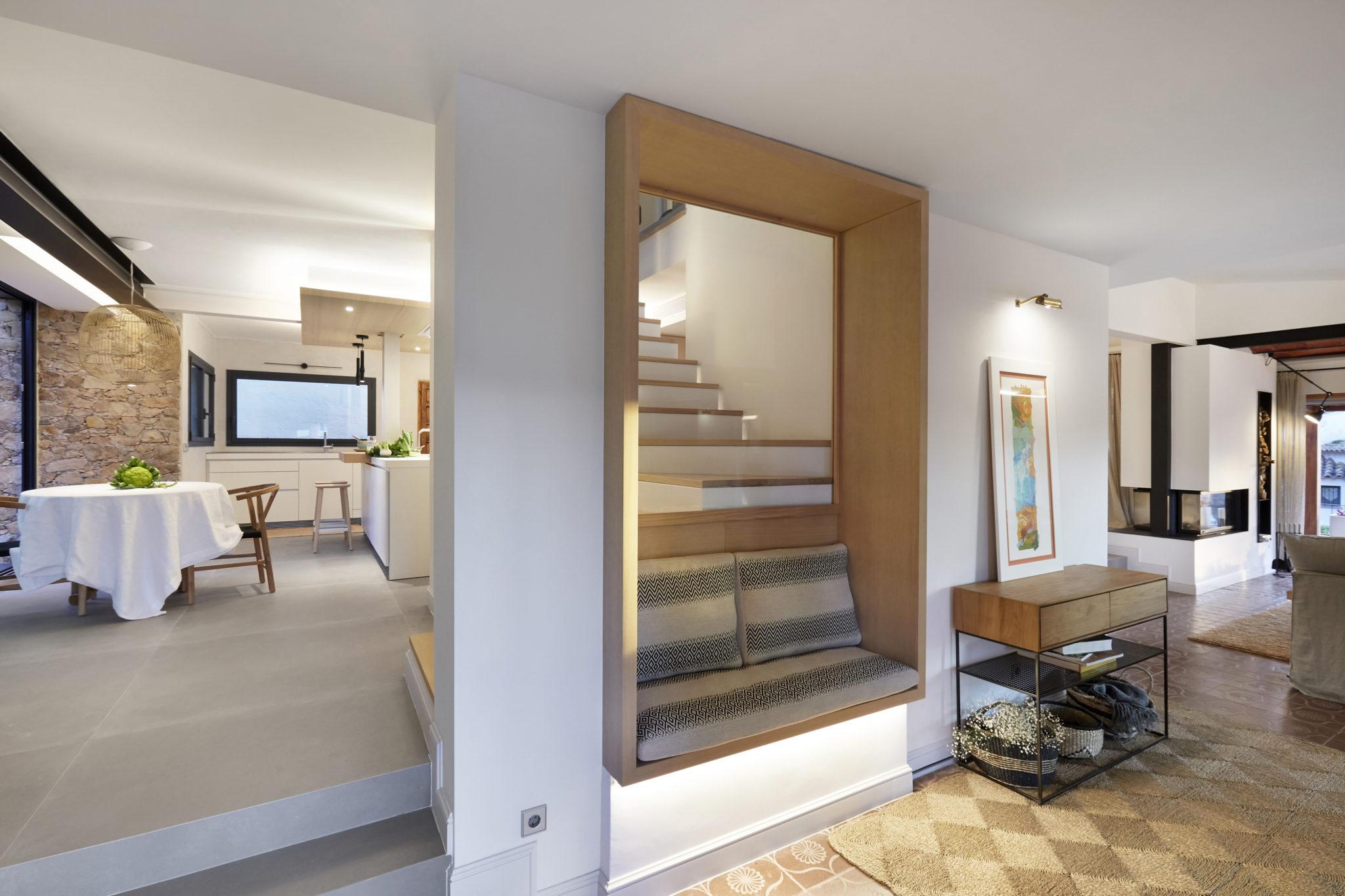 Entrada casa Mediterranea por Rosa Colet Interior Design