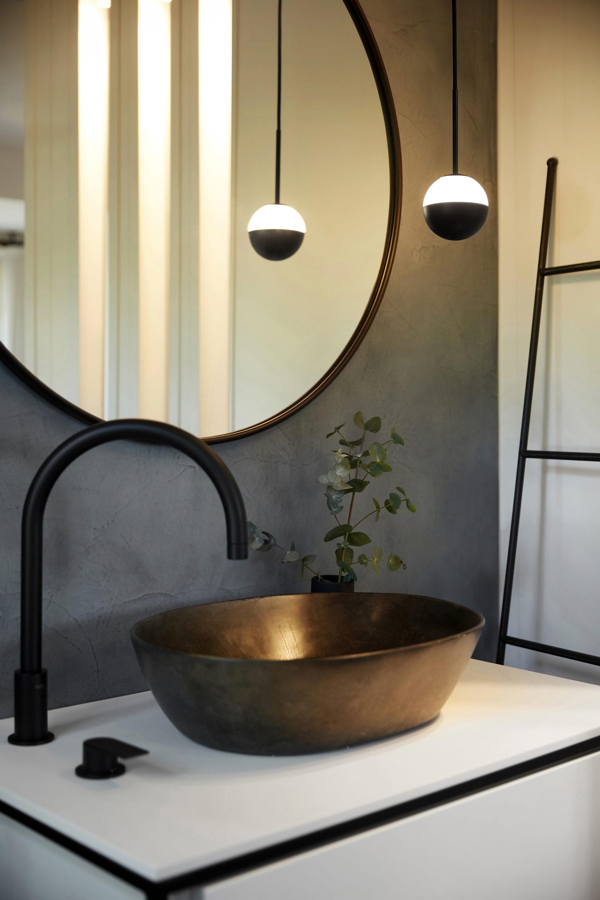 Baño Rosa Colet con lampara Estiluz ALFI