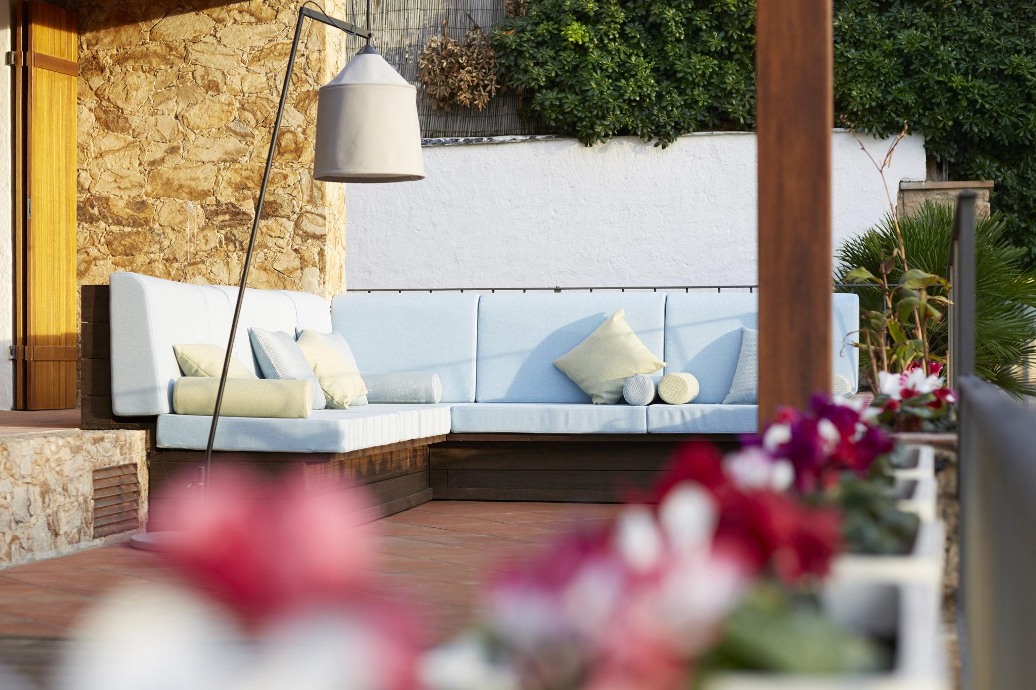 Chillout exterior por Rosa Colet Interior Design