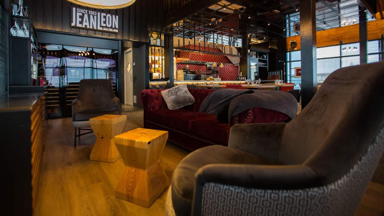 Sofás Chill Lounge Restaurant Jean Leon Meat and Wine Bar Grandvalira, Andorra - Rosa Colet Design