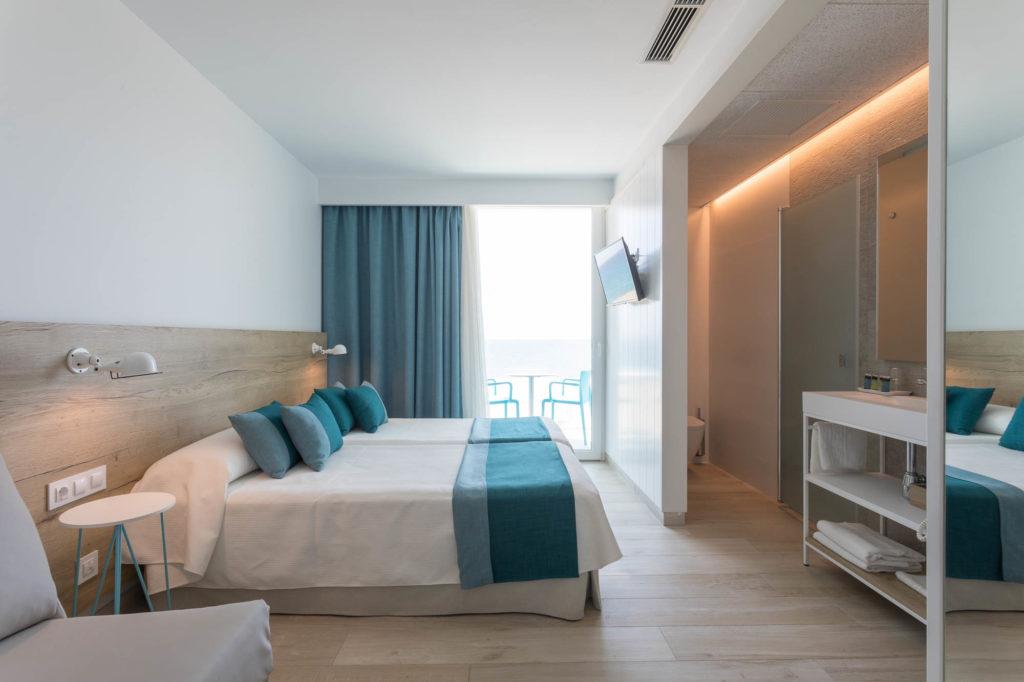 habitación doble HOTEL ROCATEL diseño por ROSA COLET INTERIOR DESIGN